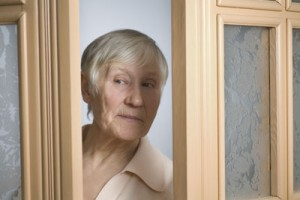 Alzheimer's symptoms | Lady at the door - target for scam artist